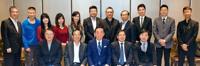 本刊社長吳學銘(後左1)董事長椎原正浩(前排左3)與「我愛山形推廣聯盟」成員們