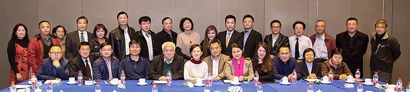 中華兩岸旅行協會理事長黃瑞榮(左) 與海峽兩岸旅遊交流協會祕書周鵬